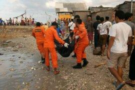 Satu orang korban meninggal kapal tenggelam dievakuasi