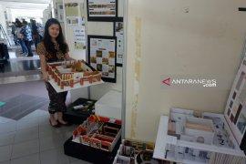 Mahasiswa Universitas Petra desain ruang interior untuk komunitas di Surabaya