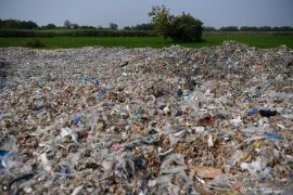 Jokowi orders tight monitoring on waste imports