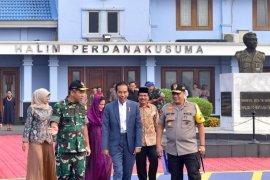 Jokowi kunjungan kerja ke Jawa Timur serahkan 3.000 sertifikat tanah