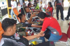 Polres Pulau Ambon gelar jalan santai dan donor darah HUT Bhayangkara