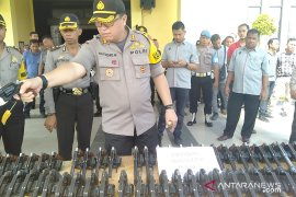 Kapolres singkawang periksa kendaraan dan senjata api anggota