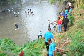 PDAM Denpasar gelar aksi bersih sungai Badung