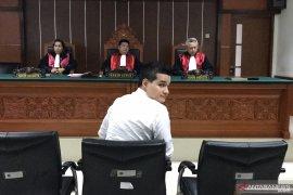 Steve Emmanuel bela diri dengan pertanyakan alasan dirinya disidang