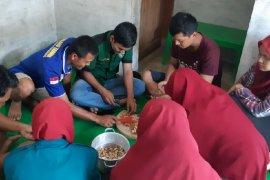 Mahasiswa Unimed olah biji karet jadi tempe dan ilmunya dibagikan kepada masyarakat
