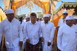 """Wali Kota Denpasar hadiri """"Karya Atiwa-Tiwa"""" di Desa Pakraman Kepaon"""