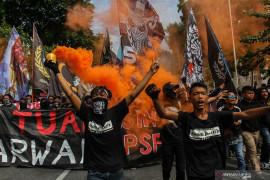 Suporter PSPS Pekanbaru hina Gubernur Riau lewat yel-yel