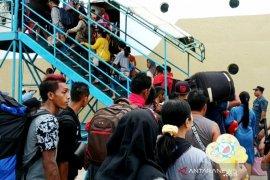 Penumpang arus mudik dan balik Lebaran 2019 di Pelabuhan Sampit meningkat