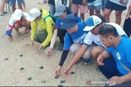 """Pabrik AQUA Mambal dukung komunitas """"Serangan Bebas Sampah Plastik"""""""