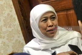 Urusi pernikahan putrinya, Khofifah tak hadiri sidang di pengadilan tipikor
