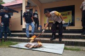 Kapolres Manokwari musnahkan puluhan paket narkoba tak bertuan