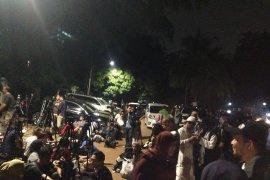 Pendukung Prabowo-Sandi berkumpul di Jalan Kertanegara