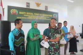 Batalyon 621/Manuntung berbagi kebahagiaan bersama masyarakat