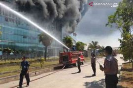 Pabrik plastik di Jababeka V Bekasi terbakar