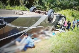 Satu unit bus terbalik, tiga penumpang tewas