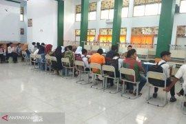 """Orangtua siswa kebingungan cara pendaftaran """"online"""""""