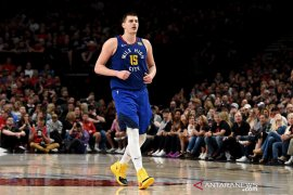 Center Nuggets Jokic terpapar virus corona saat NBA bersiap gulirkan lagi kompetisi