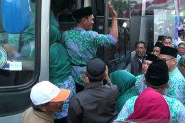 Jamaah calon haji dari Karawang dibagi enam kloter