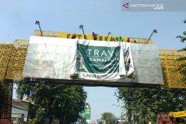 Reklame ilegal di Bekasi mulai disisir dan diturunkan petugas