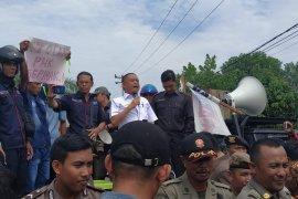Ratusan buruh PT KAP Kayong Utara unjuk rasa