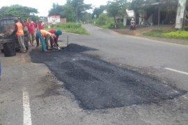 Perbaikan Jalan Raya Babelan Bekasi mulai dikerjakan