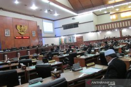 Parlementaria - DPR Aceh sahkan raqan retribusi menjadi peraturan  daerah