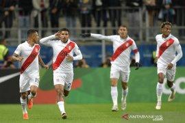 Peru runtuhkan harapan juara tri-runtun Chile dengan  kemenangan 3-0