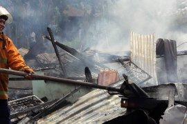 Merokok di kasur, tiga rumah di Langkat hangus terbakar