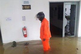 Perkantoran dan RSU di Piru tergenang banjir sudah dibersihkan