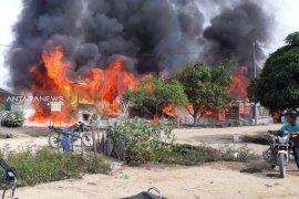 Puluhan rumah pekerja PT SPS Aceh terbakar