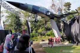 Taman Lalu Lintas Bandung dihadiahi pesawat tempur F-5