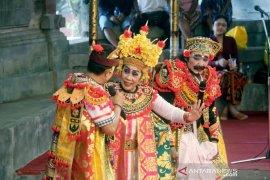 Kesenian Arja lansia tampil memikat pengunjung Pesta Kesenian Bali
