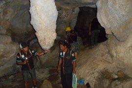 Wisata gua di Gunung Batu Sungsum