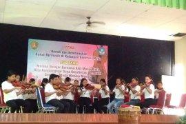 Puluhan siswa SMP 4 tampilkan hasil belajar biola di museum Siwalima