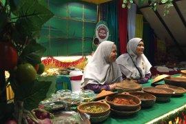 Peserta famtrip KJRI Johor Bahru nikmati makanan  khas Aceh