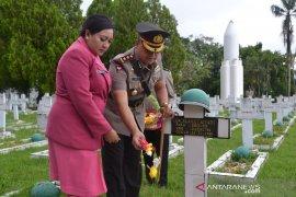 Ziarah TMP warnai peringatan HUT Bhayangkara ke - 73 di Ambon