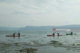 Tim Ekspedisi Kayak Pelajar Indonesia:  Danau Toba keren banget