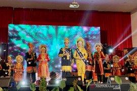 Chairil Basyar dan Mursyida Ulfa dinobatkan sebagai Duta Wisata Aceh Besar 2019
