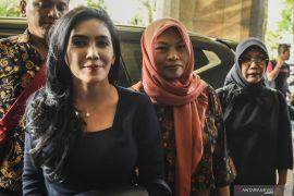 Rieke temani Baiq Nuril temui Menteri Hukum dan HAM