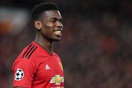 Paul Pogba masih ditahan satu tahun lagi di Manchester United