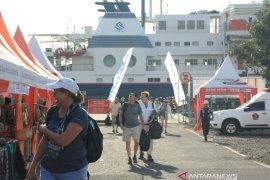 Kapal pesiar MV Silver Discover bawa ratusan wisatawan singgahi Banyuwangi