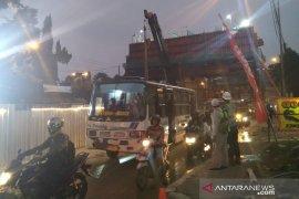Jalan Sholeh Iskandar dibuka terbatas pasca-evakuasi runtuhan cor tiang pancang
