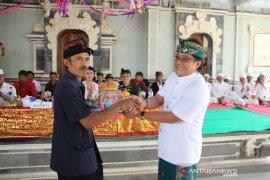 Bupati Badung serahkan dana hibah untuk upacara adat