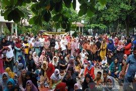 Sekolah berubah jadi pasar, ratusan wali murid demo