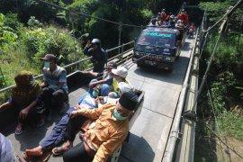Simulasi penyelamatan warga di lereng Merapi