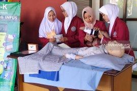 Mahasiswa UMS ciptakan inovasi sarung tangan infus untuk anak