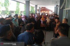 Ratusan wali murid datangi diknas provinsi
