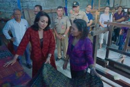 Disperindag dan Dekranasda Denpasar gelar pelatihan tenun Endek