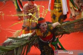 Tari Dayak Kaharingan pukau pengunjung Pesta Kesenian Bali