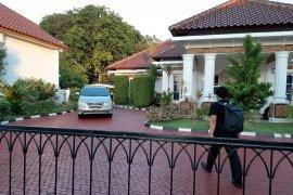 KPK sita belasan tas dan kardus berisi uang di rumah dinas Gubernur Kepri